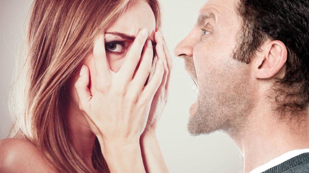 Признаки мужчины абьюзера в отношениях.