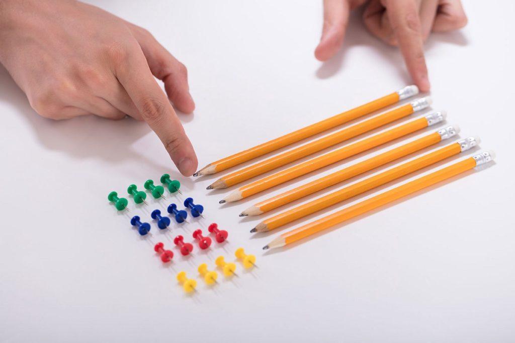 Перфекционист сложил карандаши