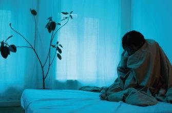 У девушки в голубой комнате бессонница